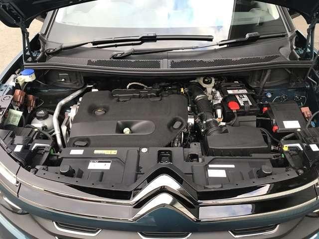 クリーンターボディーゼルは2,000バールの高圧燃料噴射と可変ジオメトリーターボチャージャーの組み合わせでハイパフォーマンスです