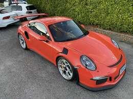 横からの外装の画像です ラバオレンジがとてもきれいでスーパースポーツカーを感じさせてくれます。
