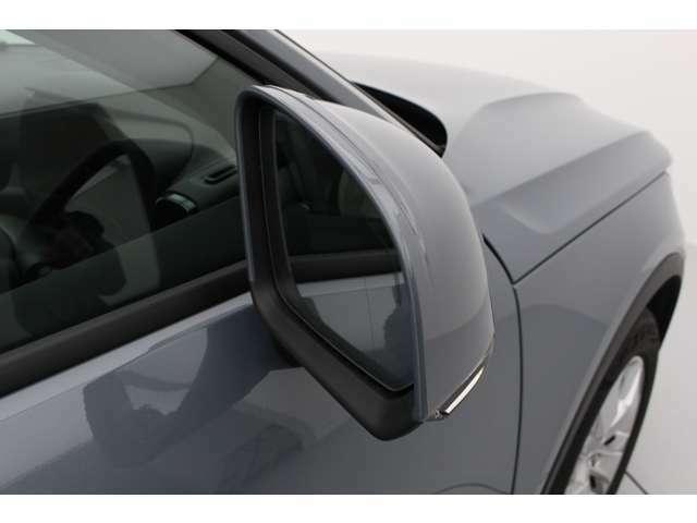 運転席に座ると視界の良さがすぐにわかります。ドアミラーの付け根は、ドア側にあり視界を確保してあります。
