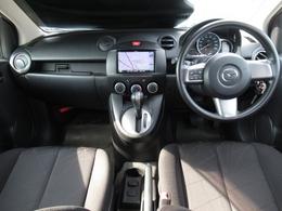 運転席画像です。シンプルな運転席で、視認性が良いので、運転がしやすいですよ。スイッチ類も使い易く、且つ見やすい位置に配置されているのが嬉しいですよね。是非ご来店いただき、座ってみてください