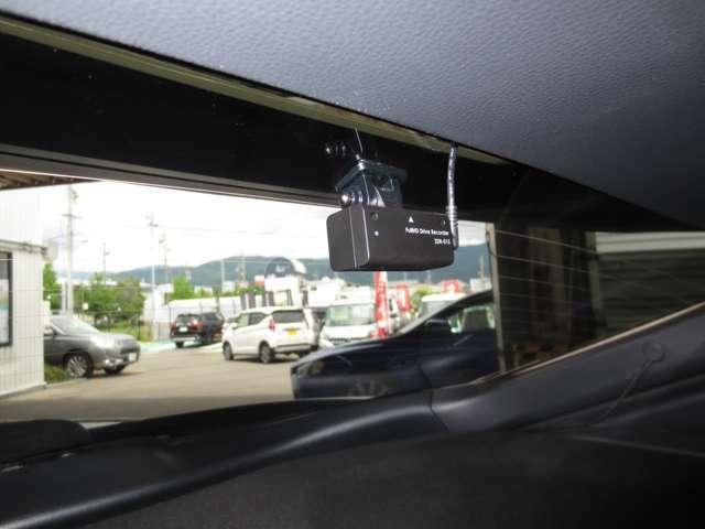 後ろ側にもドライブレコーダー付いてます。