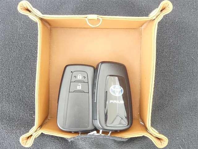 ★一度使ったら手放せなくなるスマートエントリーキーシステムです。 鞄やポケットの中に入れたままでもドアロック、解除、エンジン始動も楽チンです。重い荷物を持ってても、一々鍵を出す手間も無くなりますよ。