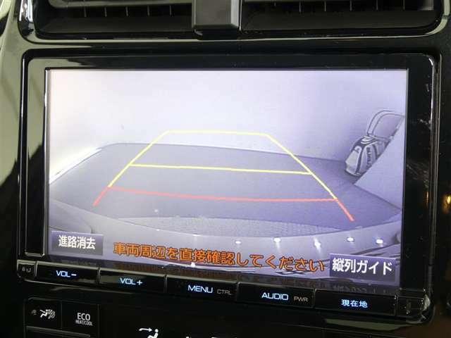 ★難関の一つと言われるのが車庫入れや駐車。そこで威力を発揮するのがバックモニター!ナビゲーションのディスプレイに後ろの様子が映し出されるから安心ですね。