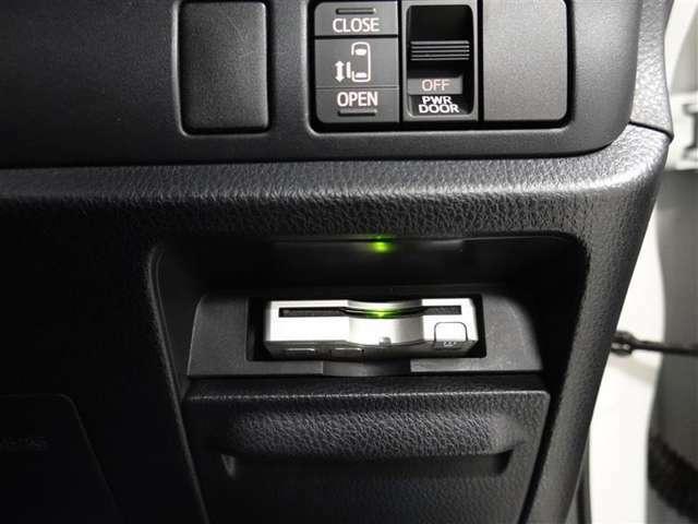 ETCも装備しており、CD、DVD、フルセグ視聴可能です。