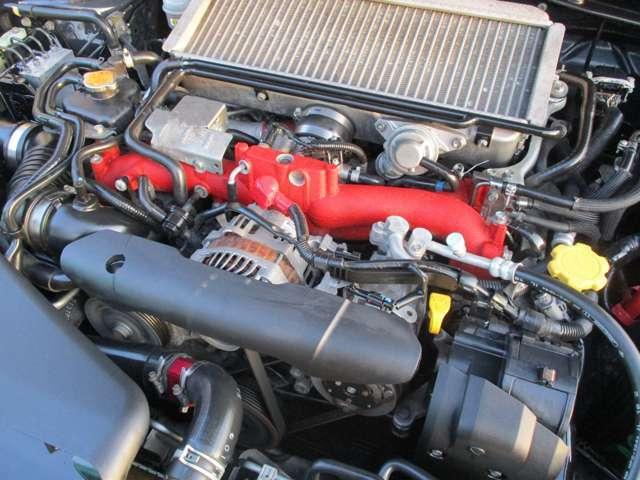 絶版!名機EJ20エンジン!ハイパワーターボ+4WDの鬼加速と走りを思う存分楽しんで下さいませ!錆も殆ど無く、綺麗なエンジンルームです。