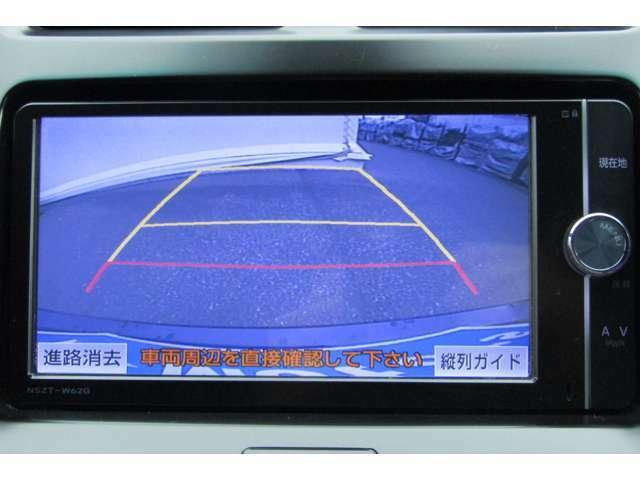 ガイドライン付きのバックカメラ搭載!駐車時も安心ですね。