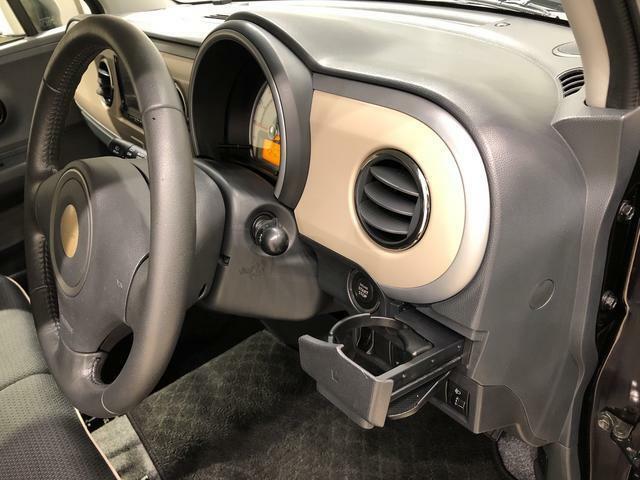 運転席カップホルダー。