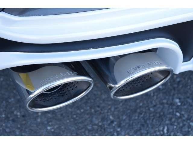 【車検対応で安心です】ZEUS4本出しマフラーが標準装備!!オールステンレス製なので、音が大きくなる心配がありません♪もちろんエアロパーツ等も車検対応となります