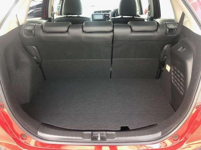 ラゲッジスペースも十分な広さを確保しております!ちょっとしたお買い物時にも荷物をたっぷり積めて便利です。