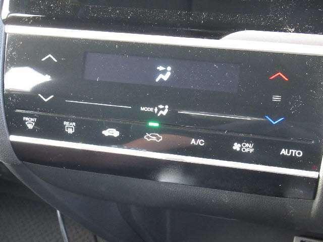 嬉しい快適装備 オートエアコン! 車内を快適な温度に保ちます!!