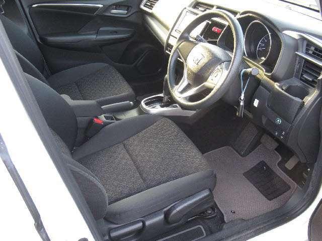 車内もとってもキレイです!!リモート商談で状態をリアルタイムに確認できます!!