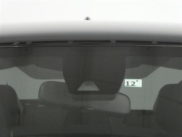 【プリクラッシュセーフティシステム】警報ブザーとディスプレイで衝突の可能性をお知らせ。ブレーキを踏めればそれをアシスト、踏めなかった場合は衝突回避または被害軽減をサポート※作動には条件がございます。