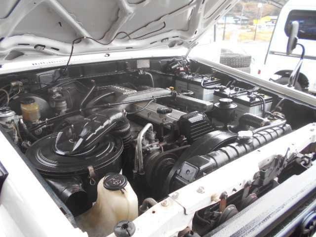 エンジンも綺麗です