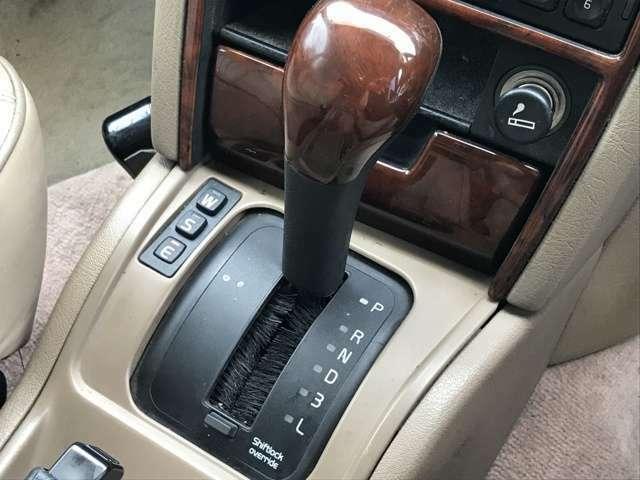 シフト部分です。運転している姿が、思い浮かびますね。