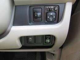 【シートヒーター】運転席にはシートヒーターがついていますので、寒い冬でも座面が暖かくて快適です♪