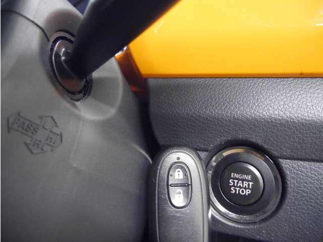 「スマートキー&プッシュスタート」カギを出さなくてもドアロック&解除、エンジンスタート&ストップが出来ます♪