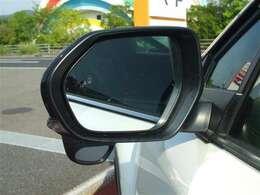 ブラインドスポットモニター(後側方接近車注意喚起装置)付き!隣の車線を走る車両をレーダーで検知し、死角エリアの車両の存在をお知らせします!主に車線変更時に活躍しますよ!