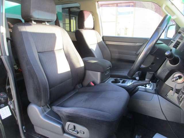 運転席はパワーシート☆ドライバーのベストポジションが作れます。