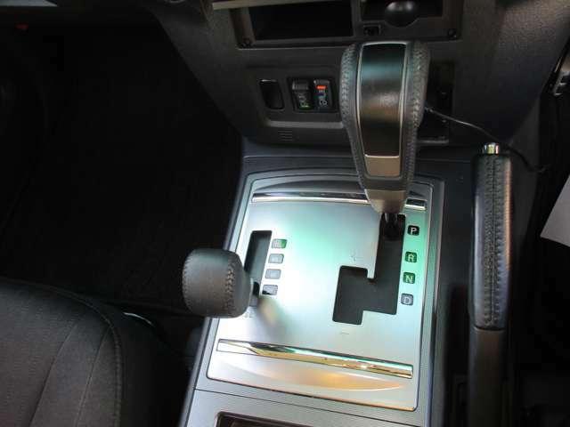 シートレバー前にはシートヒータースイッチがございます☆