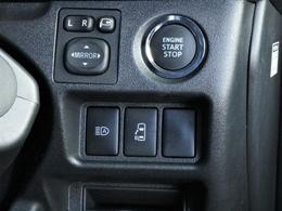 メーカーオプションのスマートエントリー&スタートシステム装備しており、エンジンスタートもストレスなく行える。