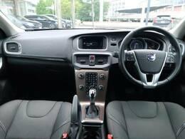 V40 クロスカントリー D4 SEがボルボカーズ大分へ入庫致しました!内外装は落ち着きのあるデザインに加え、アダプティブクルーズで長距離運転などのドライブをサポート致します!