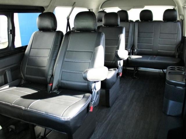 純正のシート配列ですのでしっかりと座席に最大10人様までご乗車頂けます。