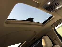 【ムーンルーフ】解放感溢れるサンルーフ☆車内には爽やかな風や太陽の穏やかな光が差し込みます!