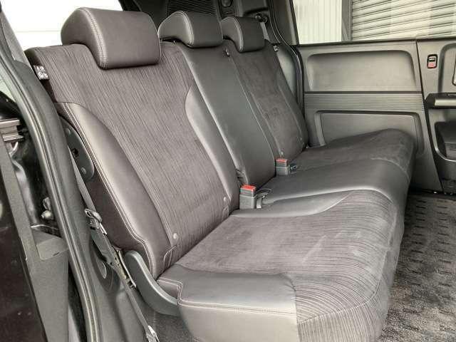 後部座席も当然、綺麗・清潔に仕上げております。内装の綺麗なお車は気持ちが良いですよね!!