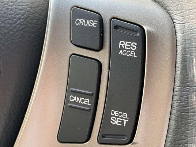 クルーズコントロール付です♪俗に言うクルコンです♪高速道路など長時間アクセルを踏みっぱなしの状況で車速を一定に保ち、長距離運転時の疲労軽減に貢献してくれます♪