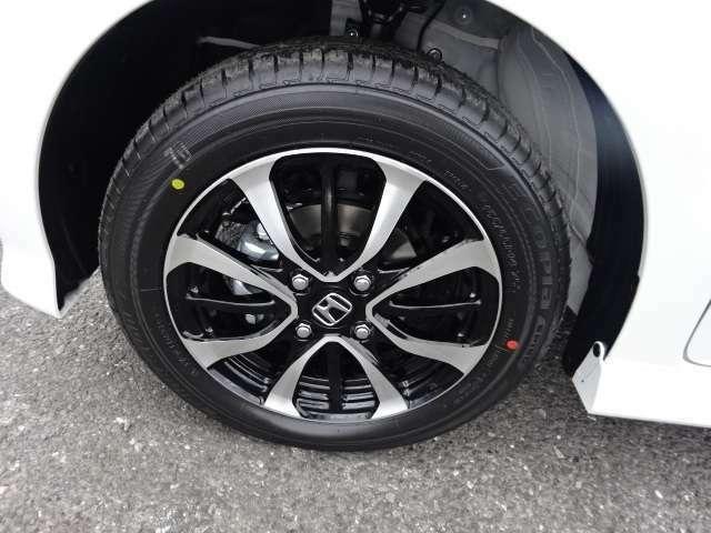 純正のアルミホイールが装着されてます。社外タイヤ アルミも格安で販売しております。お気軽にご相談ください。