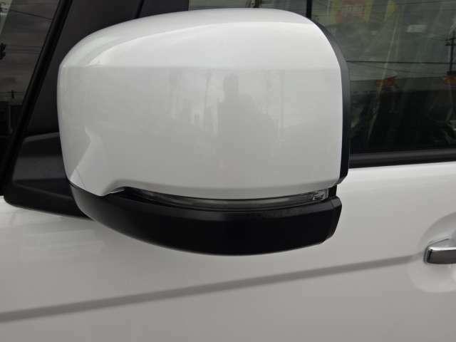 ウインカー付ドアミラーが装備されてます 目に付きやすく、安全性が高まります。
