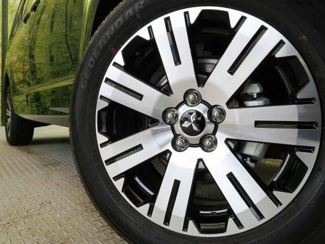 ●純正18インチアルミホイール装備。各種アルミホイール+タイヤやスタッドレスのセットもお取扱いございますのでご検討の方はスタッフまでご相談ください。