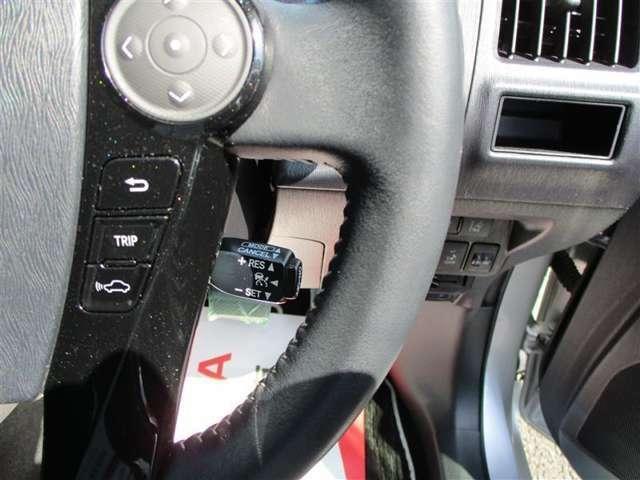 クルーズコントロールを装備しています。設定したスピードを保って走ってくれるので高速道路をご利用時に役立つ装備ですね☆