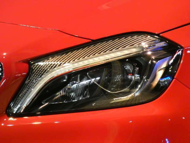 最新鋭のLEDヘッドライトシステムを採用!ポジショニングライトの役割を持つLEDラインや、歯切れの良い発光が魅力のLEDウィンカーを採用しています!TEL:047-390-1919