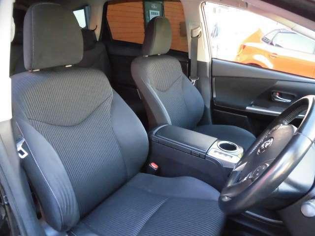 運転席、助手席もとても広々してますのでゆったり、快適に乗れます!シートの状態も良く、内装もキレイです!