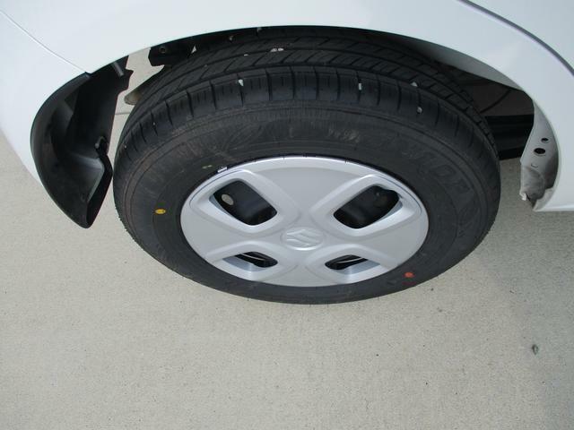 純正13インチフルホイールキャップには普通タイヤをはいてます。溝も十分あります。