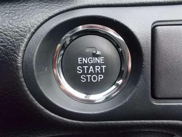 エンジンスタートボタンです!キーが車内にあれば、エンジンの始動・停止はブレーキを踏んでこのボタンを押すだけ☆ ワンプッシュでエンジンONΣ(・ω・ノ)ノ!
