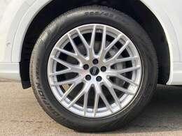 10Yスポークデザイン20インチアルミホイール(Audi Sport)