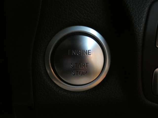 キーを取り出す事無くドアロックの施錠・開錠を行う事が可能なキーレスゴーを搭載!エンジン始動も容易なプッシュスタート式になります!利便性に優れており非常に人気の高い装備となっております!