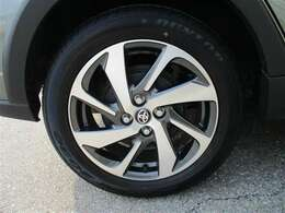 タイヤサイズ185/60R16でタイヤの残り溝約4mm、スタイリッシュなデザインの専用アルミホイールです。