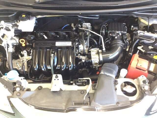 『1.5L i-VTEC+i-DCD』 燃費、パワー、バランスのとれたエンジンです。ホンダの技術が詰まったエンジンルームもクリーニング済みで綺麗です。