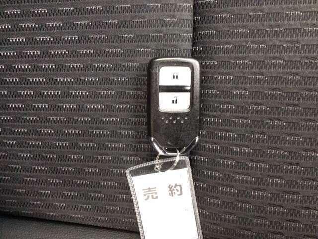 Hondaスマートキーシステム。キーをバックやポケットから取り出すことなく、ドアの施錠・解錠ができます。
