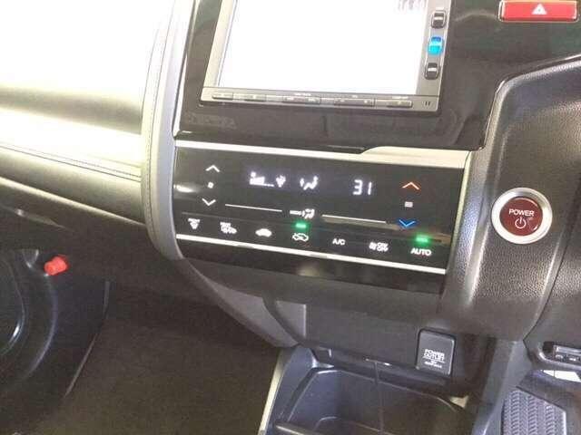 お肌にもやさしい 『プラズマクラスター技術』 搭載フルオートエアコンです。エアコンもしくは送風に連動して、イオンを放出し、空気を浄化します。