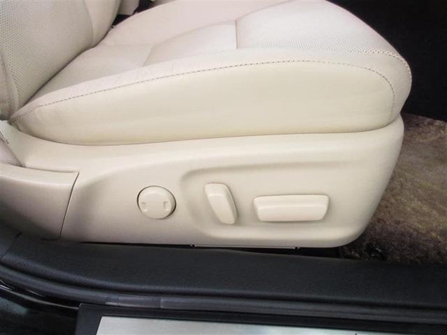 スイッチを操作することで電気モーターが前後スライドや座面の高さ、背もたれの傾きを調整してくれる。