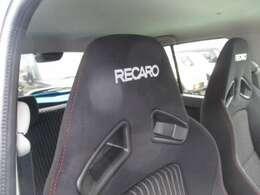 スポーツドライビングでの高いホールド性とロングドライブ時の快適性を兼ね備えたレカロシートです☆