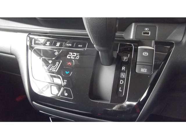 「オートエアコン」車内の温度を感知して、自動で温度調整をしてくれます