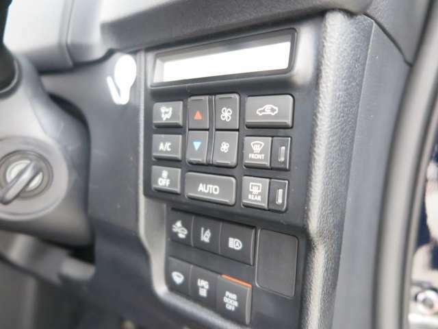 エアコンスイッチや車両制御スイッチは運転席右側に装備されアクセスしやすいデザインです。