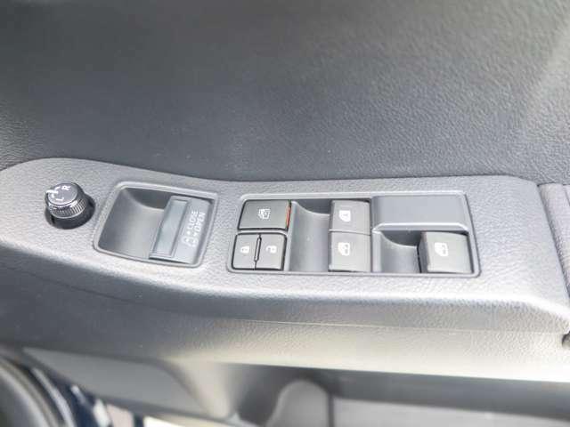 電動スライドドアのスイッチもタクシー専用にデザインされた車両です。