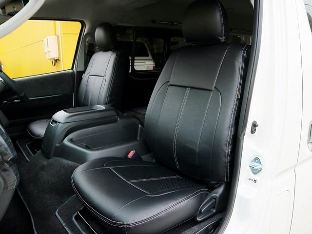ブラック×シルバーステッチのシートカバー