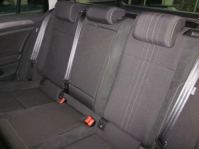 後部座席もゆったり乗車可能